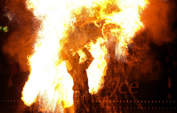 art-on-ice-fire-show-with-hurts-loreen-fire-breathing-swords-uk-performers-spark-fire-dance
