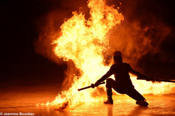 Art on Ice 2014 film-tv-stunt-artists-for-hire-fire-performer-dan-miethke-at-art-on-ice