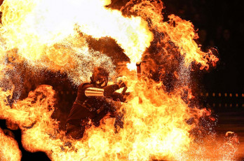 firebreathers-fire-juggler-sfx-by-spark-fire-dance-at-art-on-ice-2014