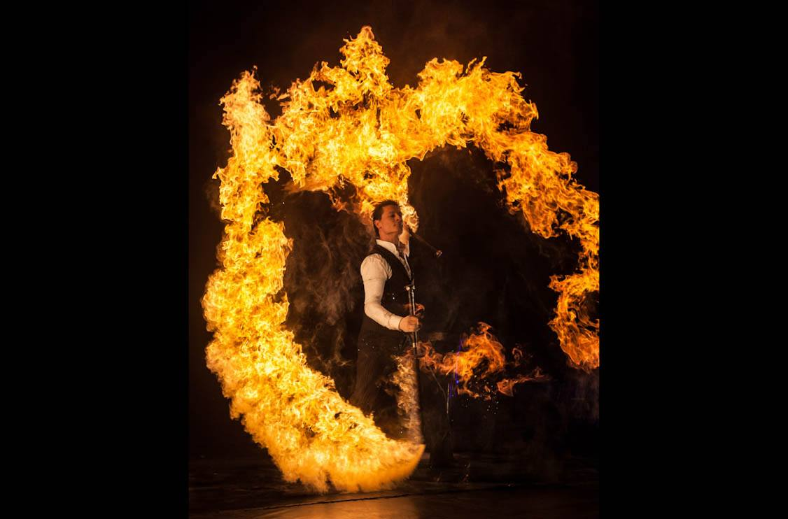 http://www.sparkfiredance.com/wp-content/uploads/2014/01/cirque-corporate-events-by-uk-fire-group.jpg